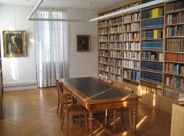 Bibliothèque de la Société Jean-Jacques Rousseau à Genève.