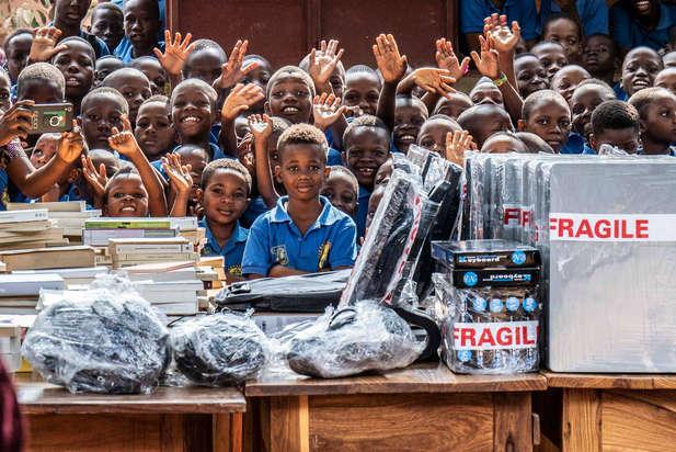 Voyage au Bénin dans le cadre d'un cycle de conférence et du don de livres et de matériel informatique à l'école et biblitohèque J.-J. Rousseau de Bohicon.