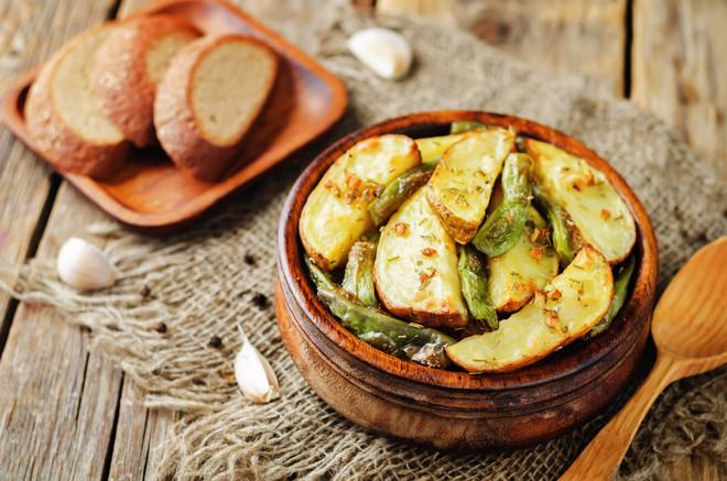 garlic-herb-roasted-potatoes-and-green-b
