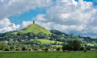 Glastonbury_Tor-_View_of_an_iconic_landm