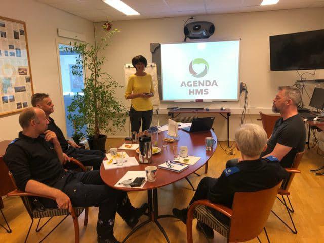 Organisasjonsrådgiver Hilde Saur Brandtsegg fra Agenda HMS sammen med Nord-Trøndelag Sivilforsvarsdistrikt.
