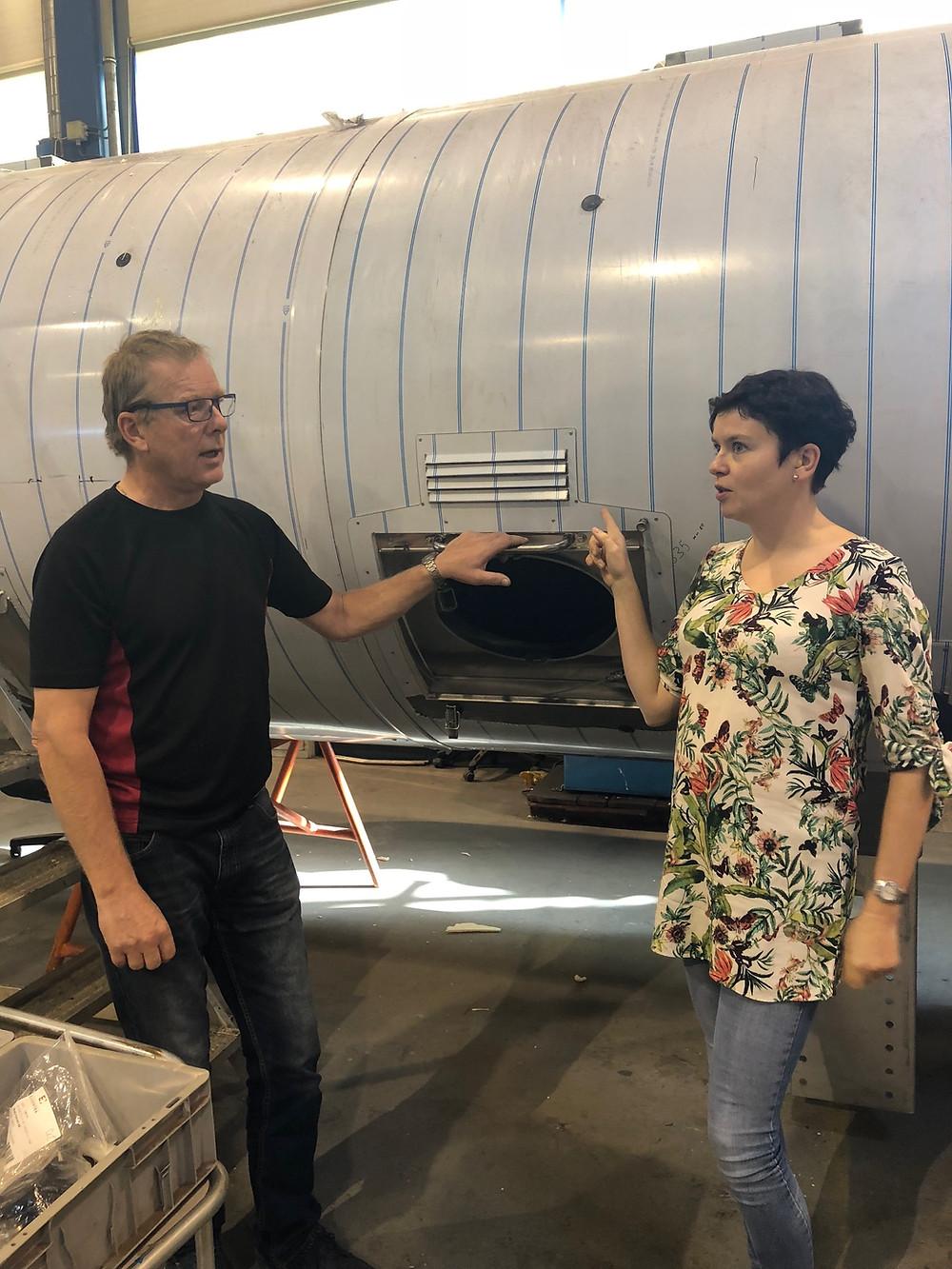 Avdelingsleder i Skala Fabrikker FInn Harald Bye og bedriftslege Helle Marie Wæraas Bartoš