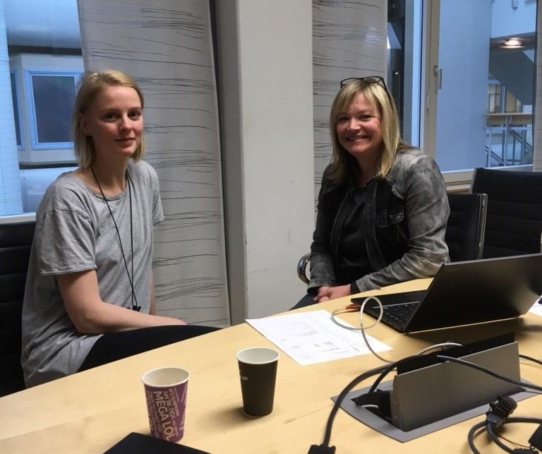 Ingerid Maske får en individuell samtale om sin helseprofil med bedriftssykepleier Grete Søderlind