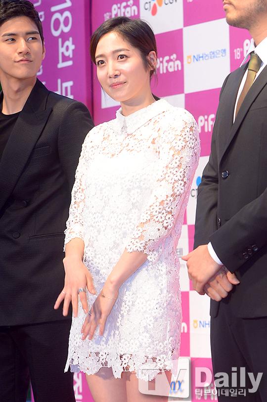 [TD포토] 박그리나 '속이 훤히 비치는 화이트 드레스'