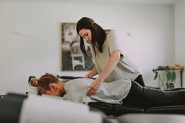 illumINNATE female chiropractor, Kelli Turelli, adjusting a female patient.