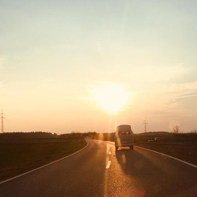 Bullicious - Dem Sonnenuntergang entgege