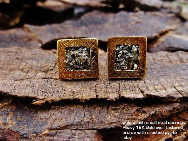 Gold crush stud earrings