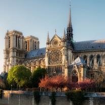 Notre-Dame de Paris, la légende et l'histoire