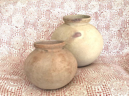 Small terracotta earthenware pot