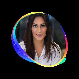 ANA CAROLINA PEUKER  Psicóloga. CEO da Bee Touch, startup de saúde mental e Founder da Avax, a 1ª Plataforma de Avaliação Psicológica do Brasil. É entusiasta do fortalecimento da Psicologia enquanto ciência e da inovação na área.