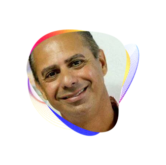 HELIO TEIXEIRA  Bacharel em Administração UFSC/UNISUL Pós graduado em Gestão Estratégica de Negócios Pós Graduado em Gestão Estratégica de Pessoas Diretor Franqueado do Método Supera em Florianópolis desde abril/2019 Sócio proprietário da empresa Ame Ensino da Mente Ltda