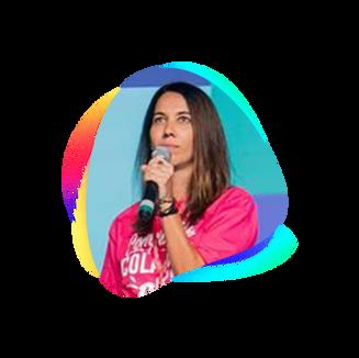 """SILVIA LUZ  Psicóloga por formação, empreendedora social e consultora em processos colaborativos para o desenvolvimento humano, organizacional e comunitário. Reúno experiência há mais de 10 anos em community management, palestrante e mestre de cerimônias. Sou desenvolvedora e coordenadora do Programa Cidadãos de Dados e do Programa de Fellows do Social Good Brasil, onde capacito de forma muito humana e inclusiva mais de 100 lideranças espalhadas por todo o Brasil que atuam em áreas diversas, desde periferia à tecnologia blockchain, ciência de dados, sustentabilidade e muito mais. Também sou gestora da comunidade B em Santa Catarina, """"braço local"""" do Sistema B - uma organização latino-americana que promove uma nova economia, onde sucesso nos negócios se mede pelo bem estar das pessoas e da natureza."""