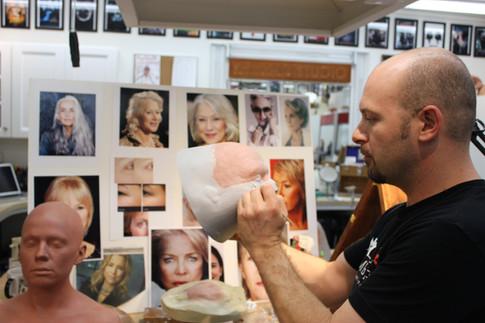 Kelman sculpts a test makeup on actress Hayley Atwell (2015)