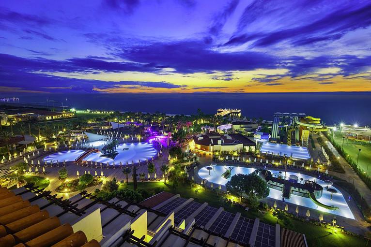 Bellis Deluxe hotel aerial.jpg