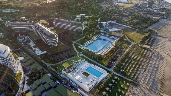 Voyage hotel grand aerial.jpg