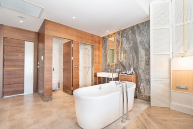 Titanic Deluxe Bathroom.jpg