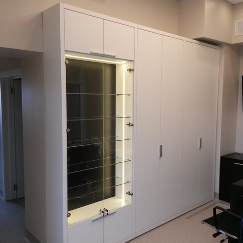 шкаф-витрина