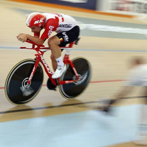 Victor Campenaerts sets Hour Record