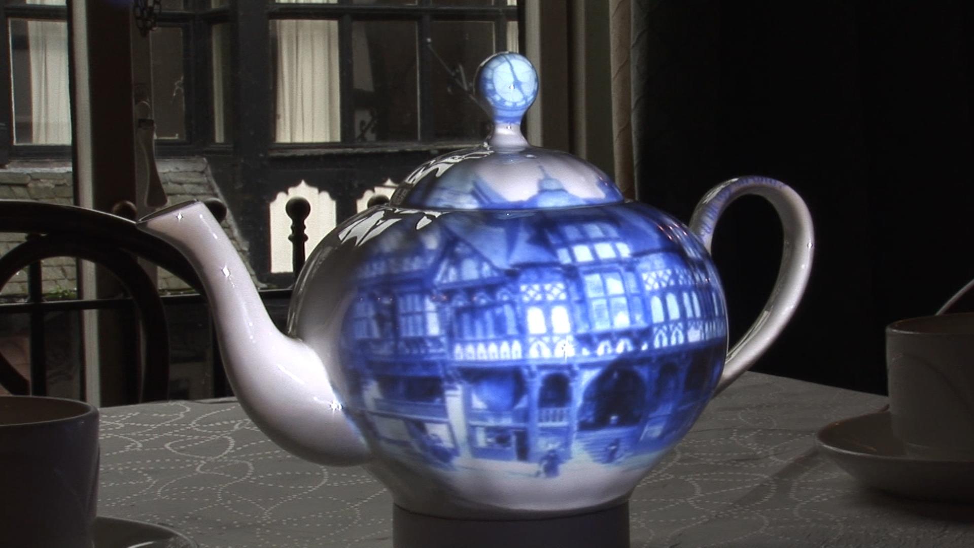 teapot (0-07-48-19)