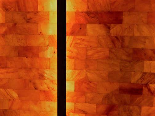 Salzgrotte LaSalis : Ziegel aus Himalayasalz