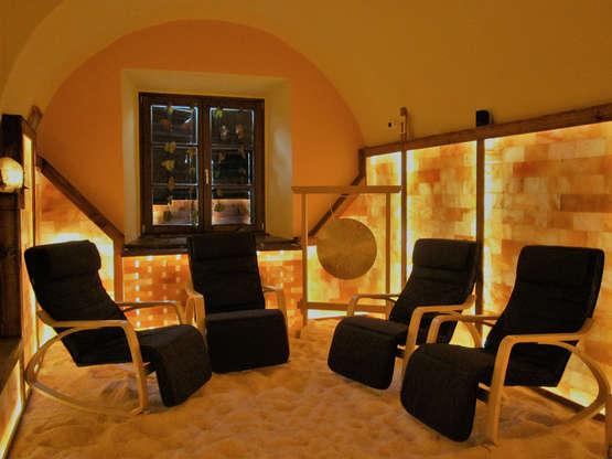 Salzgrotte LaSalis : Liegestühle mit Gong