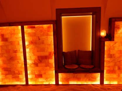 Salzgrotte LaSalis : Wand aus Salzziegeln