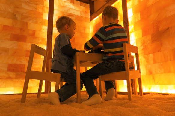 Salzgrotten LaSalis : Kinder beim Spielen