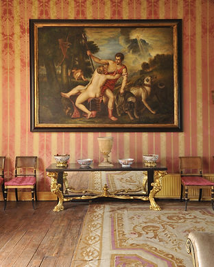 Антикварная мебель и картины