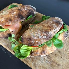 Sandwich med laks eller morzarella.jpg