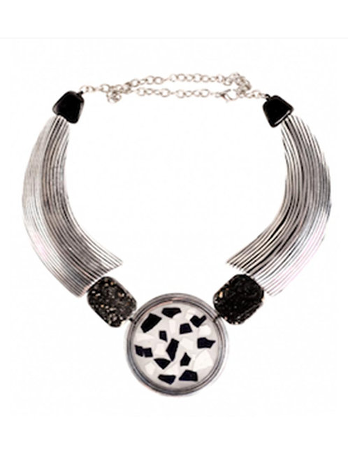 Black and White Metal Eggshell Necklace