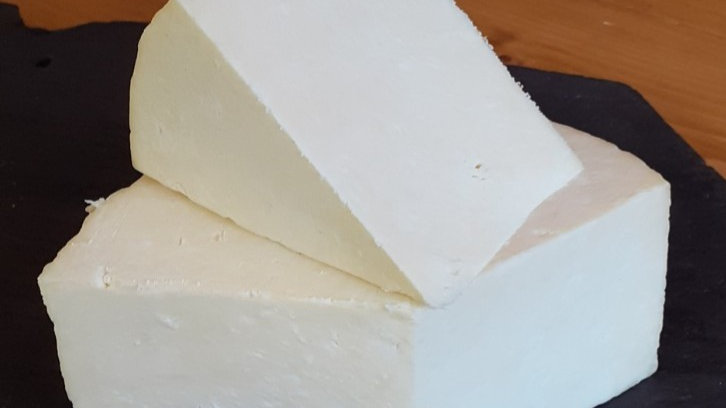 Hawes Wensleydale Crumbly Cheese Traditional English Yorkshire Cheese Cut Sliced