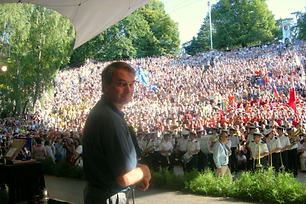 Marek Szurawski tłum.png
