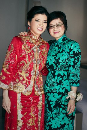 Bridal red with loving mum. How much do we LOVE colour at weddings?!