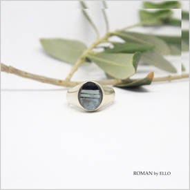 AURORA OVAL SIGNET RING WITH ROMAN GLASS