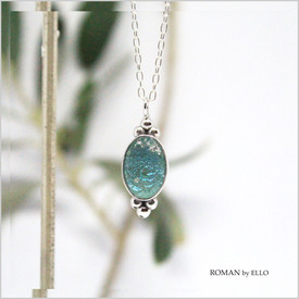 OLIVE NECKLACE WITH ROMAN GLASS