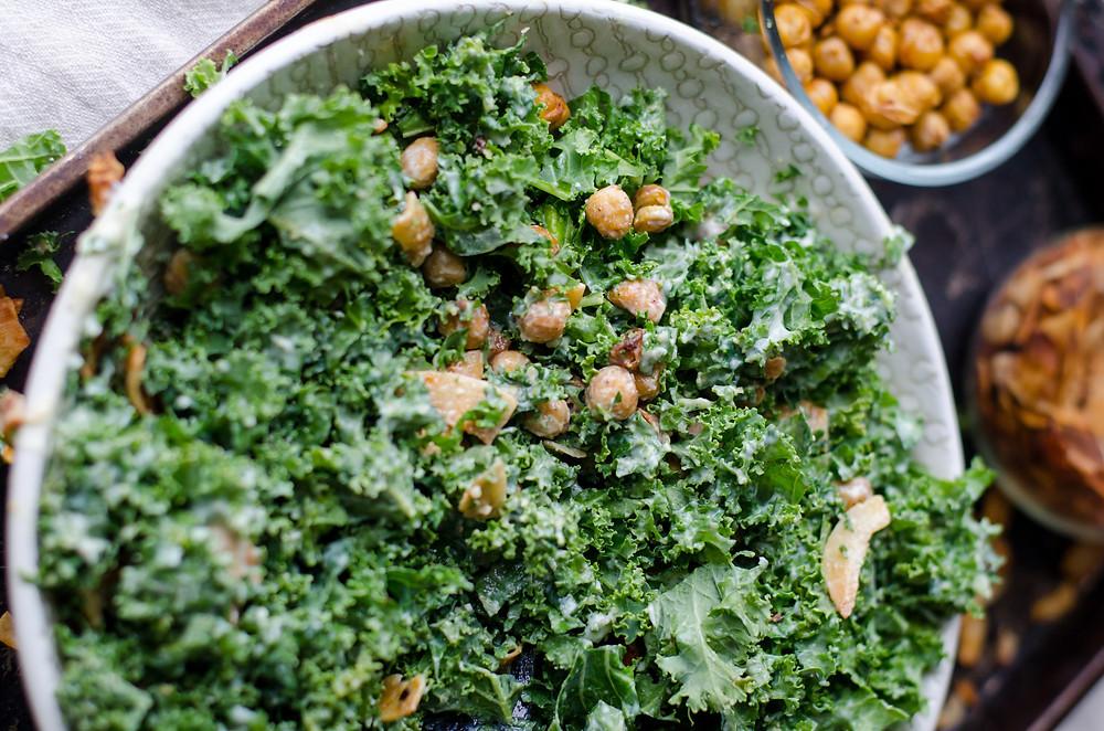 Avocado and lime kale salad