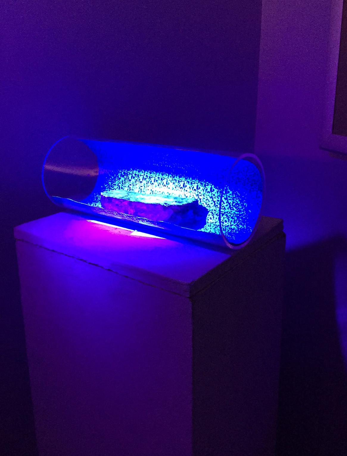 Rock in a Tube, UV pain, UV light