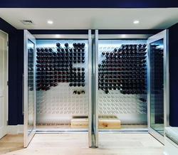 Vino Rail display