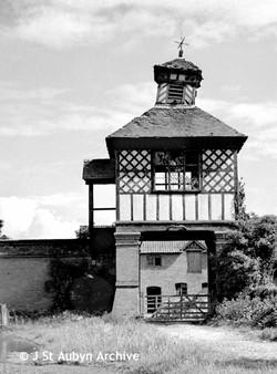 Collapsing Gatehouse