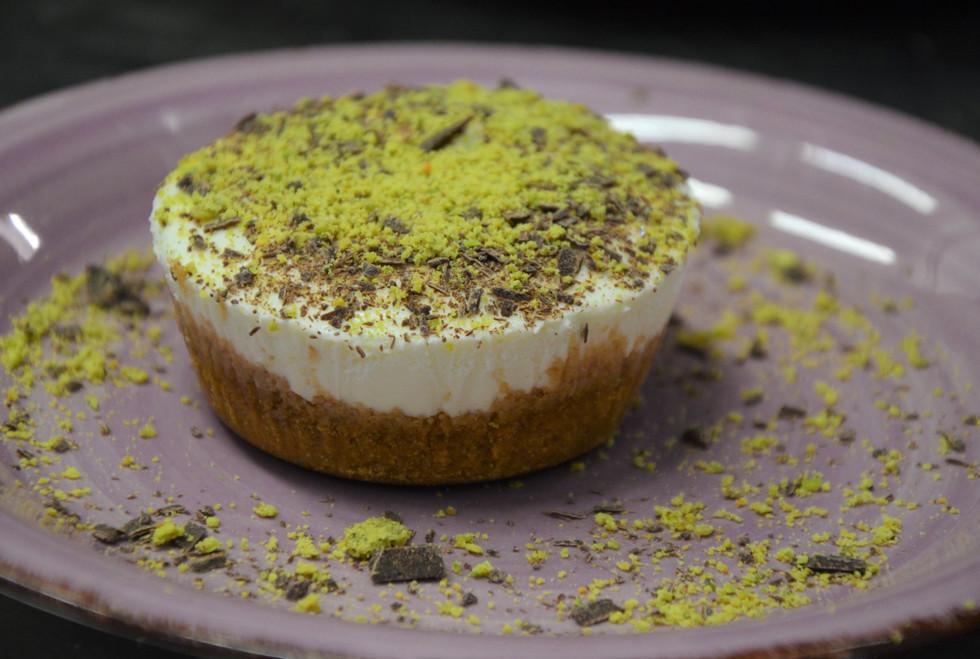 Cheesecake miele cioccolato e polvere di pistacchio #osteriadarbruttone