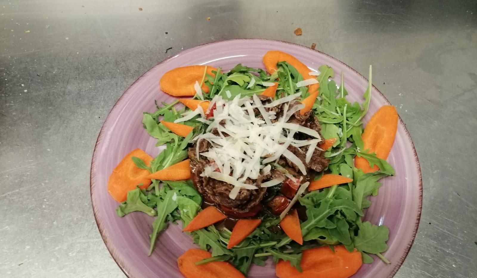 straccetti di carne danese rucola pachino parmigiano  #osteriadarbruttone