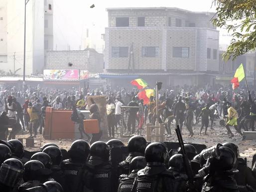 Sénégal : des scènes de violences dignes de guérillas urbaines