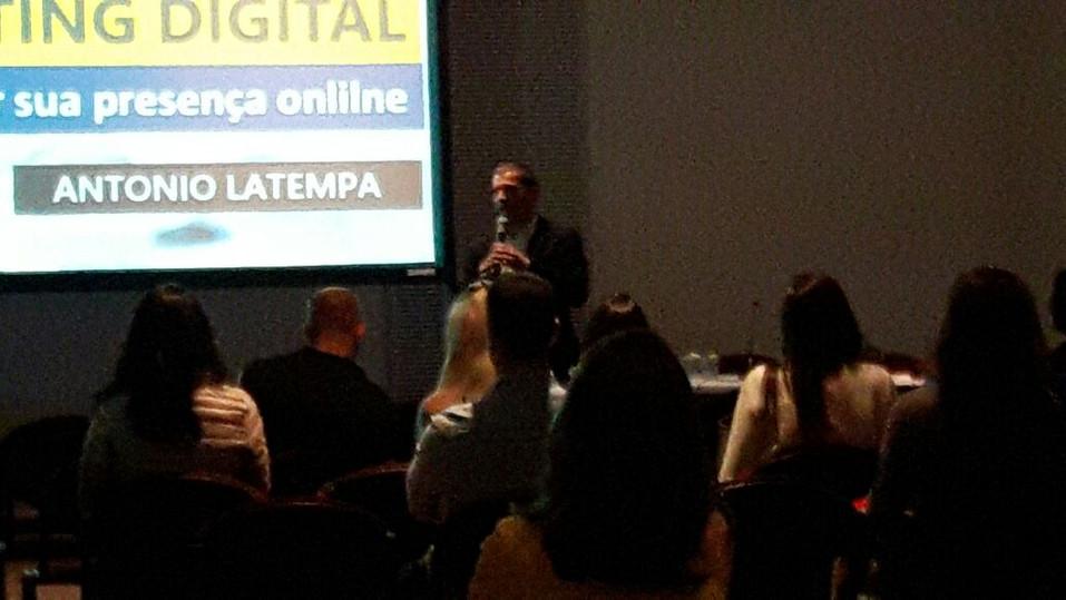 Palestra do Professor Antonio Latempa sobre Marketing em Odontologia