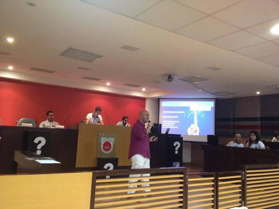 Prof. Rodrigo Nascimento: Palestra de Marketing e Comportamento do Consumidor na Jornada Acadêmica de Publicidade da Universo
