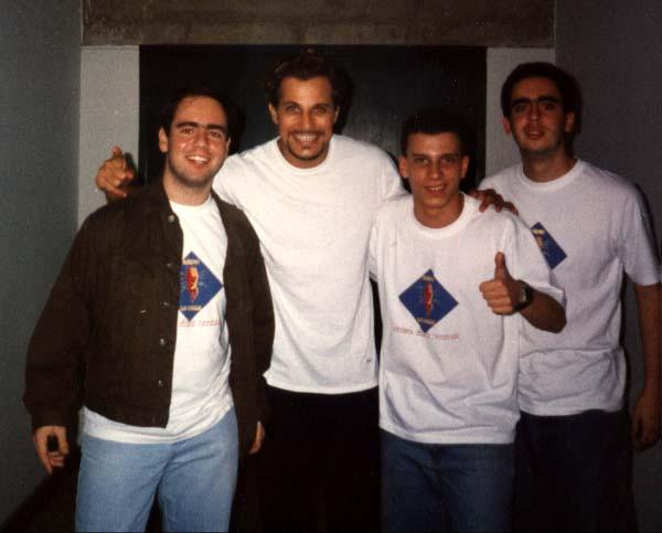 Edson Celulari com o trio da rádio