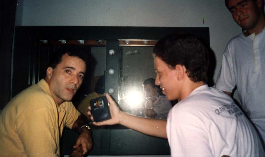 Tony esbanjou simpatia durante a entrevista