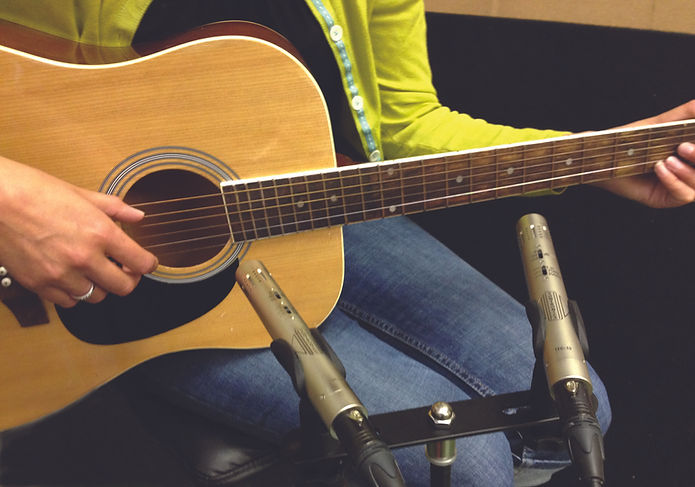Sontronics STC-1S Silver on acoustic guitar
