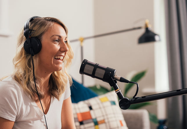 Genna using Sontronics XLR-USB cable with Sontronics Podcast Pro Black microphone