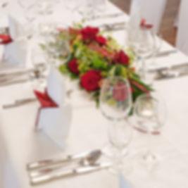 Festlch gedeckter Hochzeitstisch