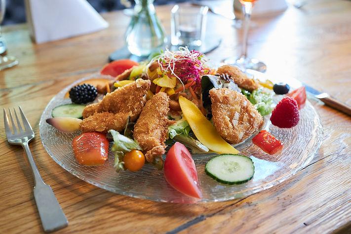 Restaurant Dorfkind Speisekarte Essen  Flair Hotel Bergischer Hof Salat Hähnchen